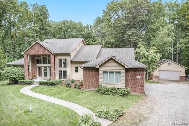 9813 Mcclements Road, Brighton Twp, MI 48114 (#2200073891) :: The BK Agency