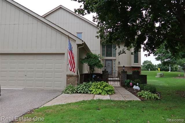 37944 N Laurel Park Drive #54, Livonia, MI 48152 (#2200074521) :: The Mulvihill Group