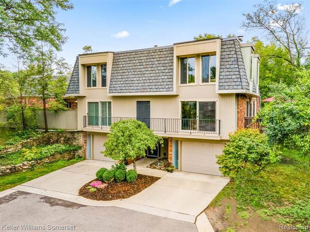 1000 Stratford Lane E, Bloomfield Hills, MI 48304 (#2200074757) :: The Mulvihill Group