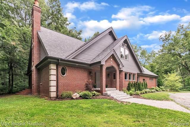 6765 Ridgewood Road, Springfield Twp, MI 48346 (#2200075187) :: GK Real Estate Team
