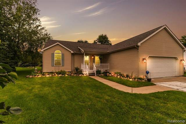 453 Umberland Drive, Howell, MI 48843 (#2200075316) :: Novak & Associates