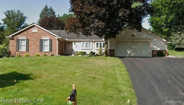 30961 Oak Valley Court, Farmington Hills, MI 48331 (#2200075414) :: The BK Agency