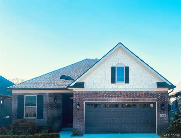 3955 Vendome Drive, Auburn Hills, MI 48326 (#2200075480) :: The Mulvihill Group