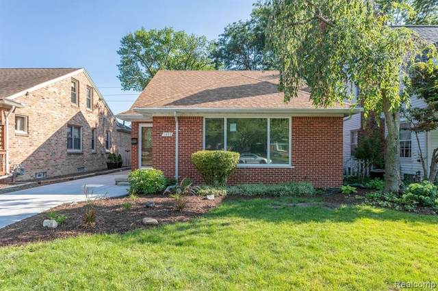 1497 Roslyn Road, Grosse Pointe Woods, MI 48236 (#2200075606) :: Novak & Associates