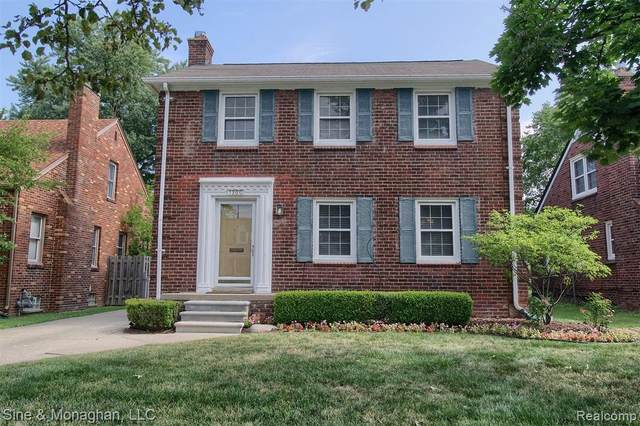1300 Hampton Road, Grosse Pointe Woods, MI 48236 (#2200075706) :: Novak & Associates