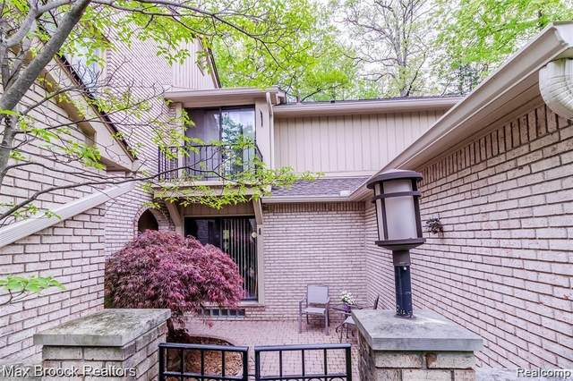 1201 Hillpointe Circle, Bloomfield Twp, MI 48304 (#2200075718) :: Alan Brown Group