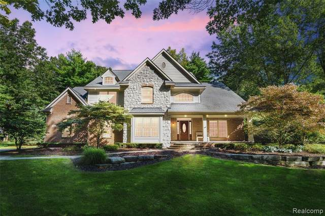 4137 Northpointe Drive, Brighton Twp, MI 48114 (MLS #2200076259) :: The John Wentworth Group