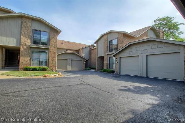 6487 Maple Hills Drive, Bloomfield Twp, MI 48301 (#2200076714) :: The BK Agency