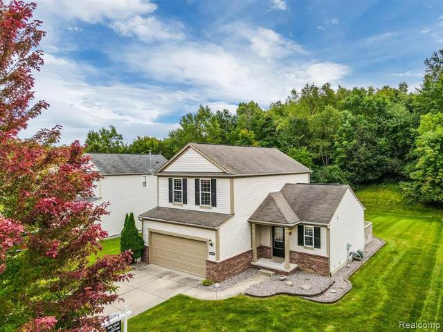 6448 Cranberry Drive, Holly Twp, MI 48442 (MLS #2200077238) :: The John Wentworth Group