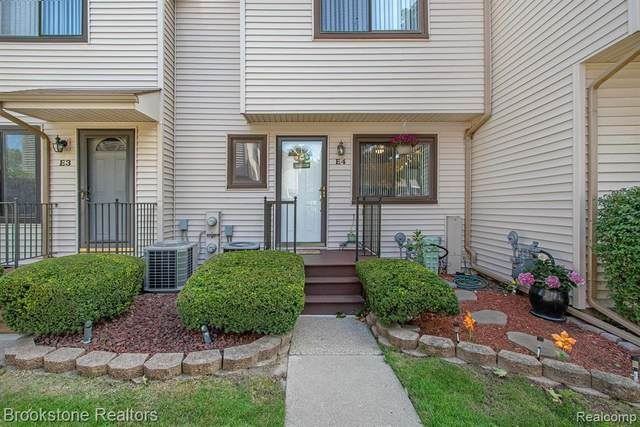50676 E Jefferson Ave Apt 4 Avenue E4, New Baltimore, MI 48047 (#2200077556) :: Alan Brown Group