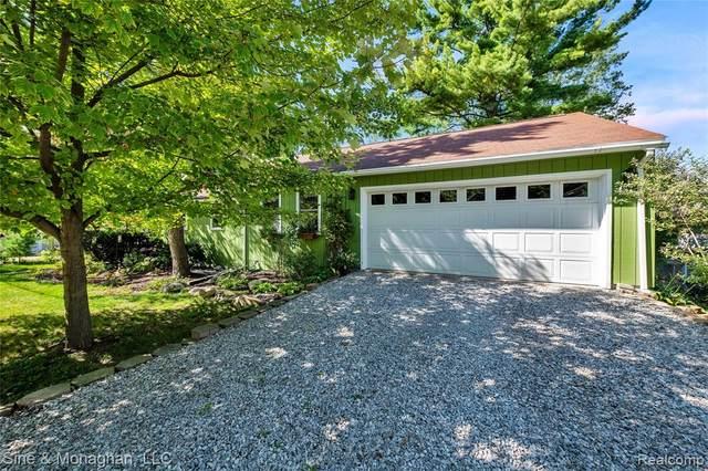 815 Bluffton Street, Walled Lake, MI 48390 (#2200077637) :: Novak & Associates