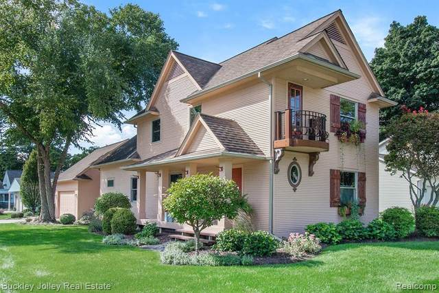 1003 W Main Street, Brighton, MI 48116 (MLS #2200077668) :: The John Wentworth Group