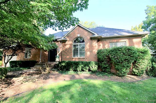 2370 Scotch Pine Street, West Bloomfield Twp, MI 48323 (#2200078043) :: Alan Brown Group