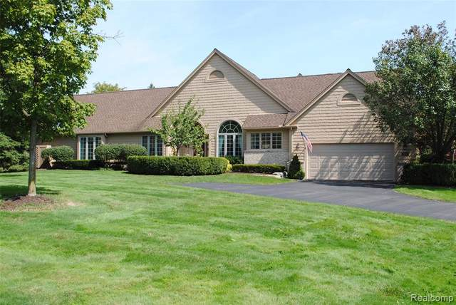 619 Deauville Lane, Bloomfield Twp, MI 48304 (#2200078315) :: Alan Brown Group
