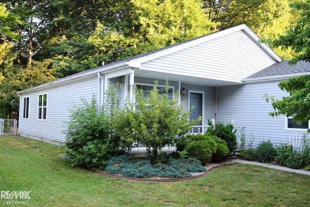 9376 Lakepointe, Clay Twp, MI 48001 (#58050024379) :: The Mulvihill Group