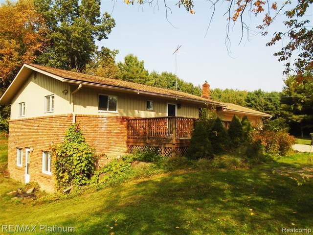 13968 Cherry Blossom Lane, Hartland Twp, MI 48380 (MLS #2200078542) :: The John Wentworth Group