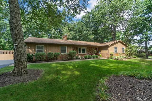 9780 Daleview Drive, Green Oak Twp, MI 48178 (#2200078661) :: Duneske Real Estate Advisors