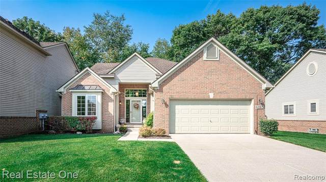 6085 Lochmore Drive, Commerce Twp, MI 48382 (#2200079063) :: Alan Brown Group