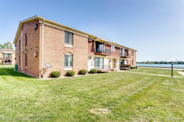 1900 River Rd Apt A5, Marysville, MI 48040 (#2200079462) :: The BK Agency