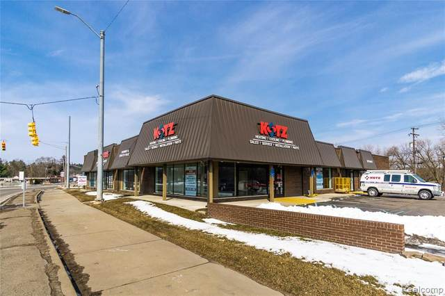 5806 Dixie Hwy, Waterford Twp, MI 48329 (#2200079559) :: The Mulvihill Group