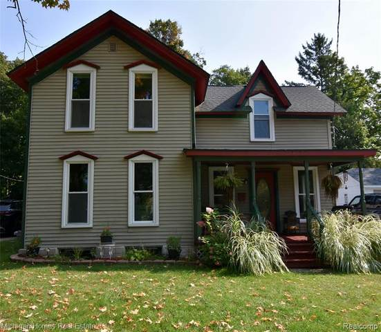 207 Center Street, Holly Vlg, MI 48442 (MLS #2200079611) :: The John Wentworth Group