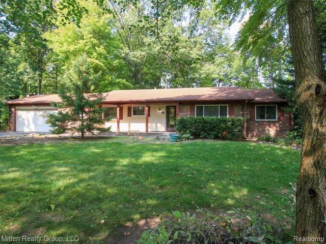 1912 Sherlynn Drive, Brighton Twp, MI 48114 (MLS #2200079710) :: The John Wentworth Group