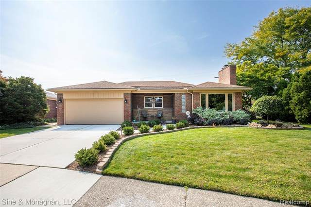 23100 S. Rosedale Court, Saint Clair Shores, MI 48080 (#2200079741) :: Duneske Real Estate Advisors