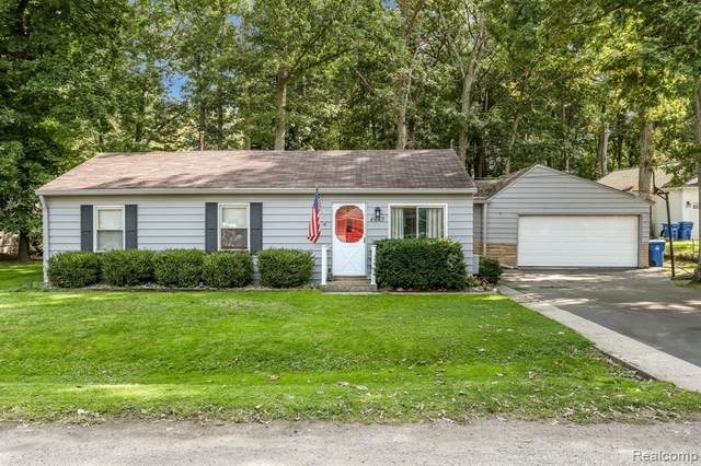 4443 Sedum Glen, Waterford Twp, MI 48328 (#2200079853) :: Duneske Real Estate Advisors