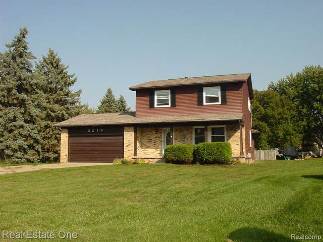 5219 Lethbridge Road, Grand Blanc Twp, MI 48439 (MLS #2200079903) :: The John Wentworth Group