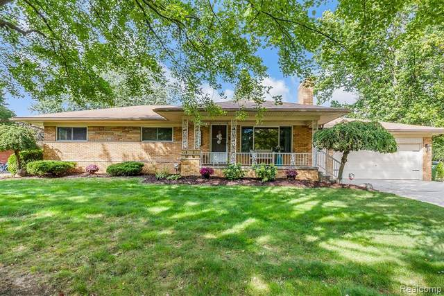 5633 Debra Road, Shelby Twp, MI 48316 (MLS #2200080355) :: The John Wentworth Group