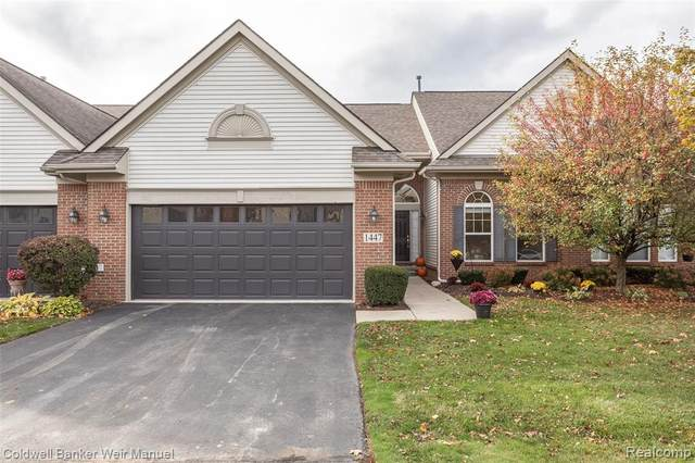 1447 Covington Crossing, Commerce Twp, MI 48390 (#2200081597) :: The Mulvihill Group