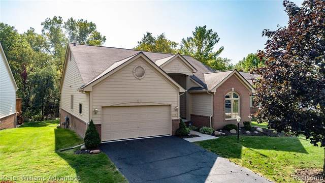 17254 Lake View Circle, Northville Twp, MI 48168 (#2200081842) :: RE/MAX Nexus