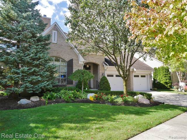 4033 Chatfield Lane, Troy, MI 48098 (MLS #2200082919) :: The John Wentworth Group