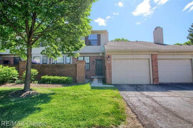 7072 Green Farm Road, West Bloomfield Twp, MI 48322 (#2200083185) :: NextHome Showcase