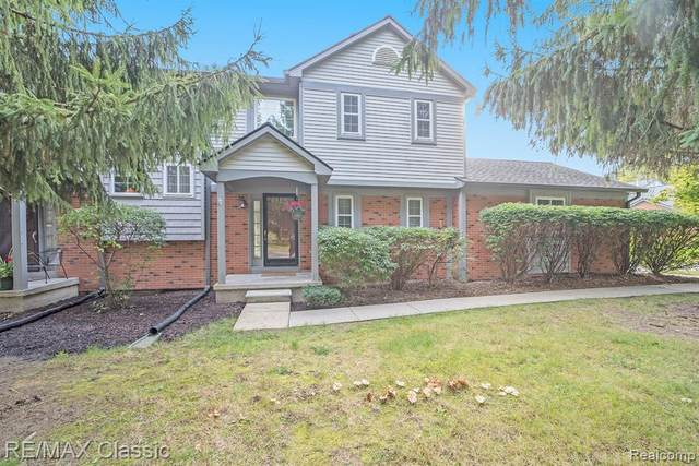 502 Winwood Circle #99, Walled Lake, MI 48390 (#2200083433) :: Novak & Associates