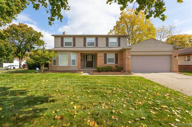 16186 Golfview Street, Livonia, MI 48154 (MLS #2200083558) :: The John Wentworth Group