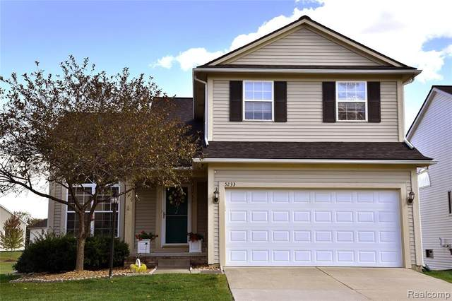 5233 Sandalwood Circle, Grand Blanc Twp, MI 48439 (#2200083714) :: Novak & Associates