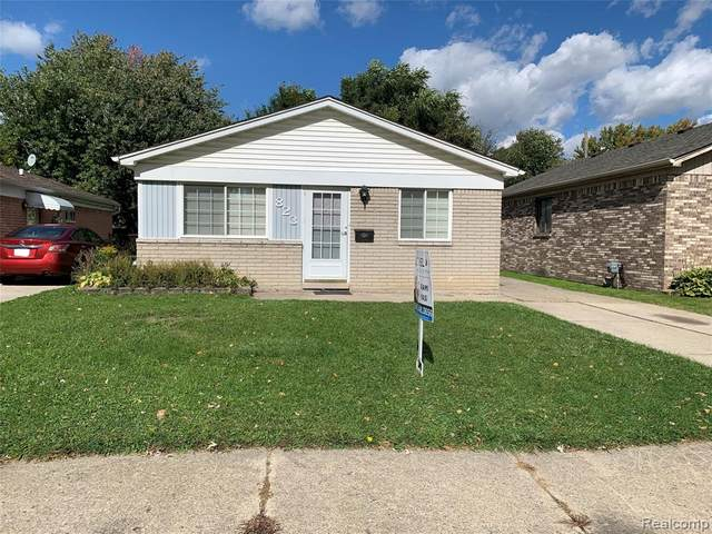 823 E Harwood Avenue, Madison Heights, MI 48071 (#2200083867) :: Alan Brown Group