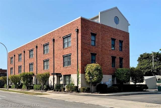 676 W 11 MILE Road, Royal Oak, MI 48067 (#2200084255) :: Novak & Associates