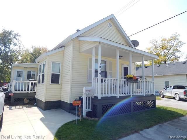 1010 Scott Avenue, Port Huron, MI 48060 (MLS #2200084332) :: The John Wentworth Group