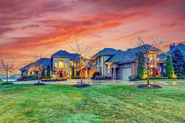 8571 Boulder Shores Drive, Green Oak Twp, MI 48178 (#2200084980) :: The Mulvihill Group