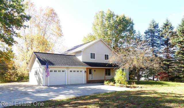 9055 Elizabeth Lake Road, White Lake Twp, MI 48386 (MLS #2200085067) :: The John Wentworth Group