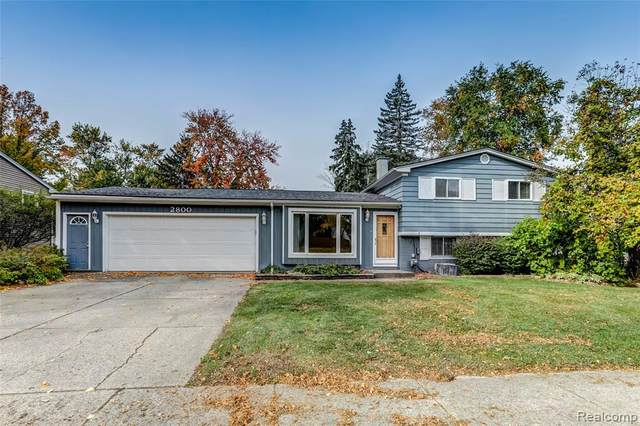 2800 Red Arrow Drive, Commerce Twp, MI 48382 (MLS #2200085261) :: The John Wentworth Group