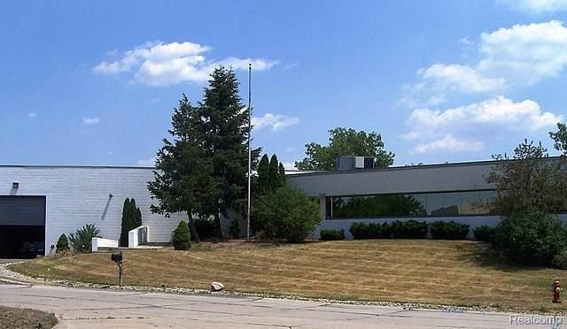 24400 Sinacola Court, Farmington Hills, MI 48335 (MLS #2200085600) :: The John Wentworth Group