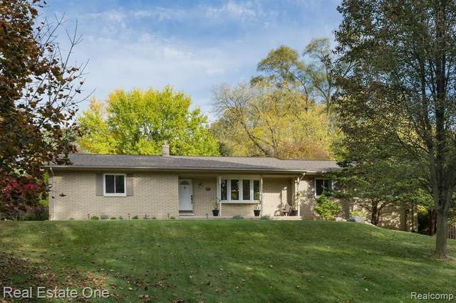 187 Orchardale Drive, Rochester Hills, MI 48309 (#2200085610) :: Alan Brown Group