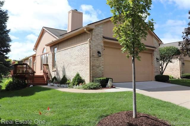 35275 Lone Pine Lane, Farmington Hills, MI 48335 (MLS #2200085690) :: The John Wentworth Group