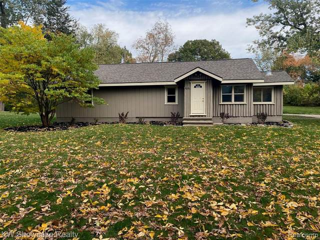 2218 Hill Road, White Lake Twp, MI 48383 (MLS #2200085999) :: The John Wentworth Group