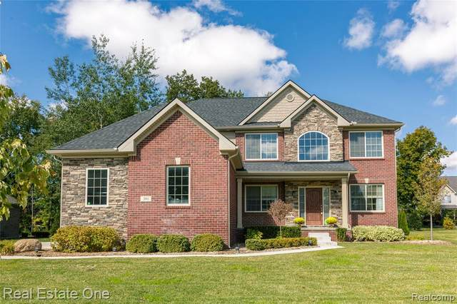 391 Golfside Dr, Oxford Twp, MI 48371 (MLS #2200086137) :: The John Wentworth Group