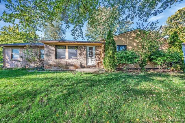 5121 Sarah Street, Shelby Twp, MI 48317 (#2200086339) :: Alan Brown Group