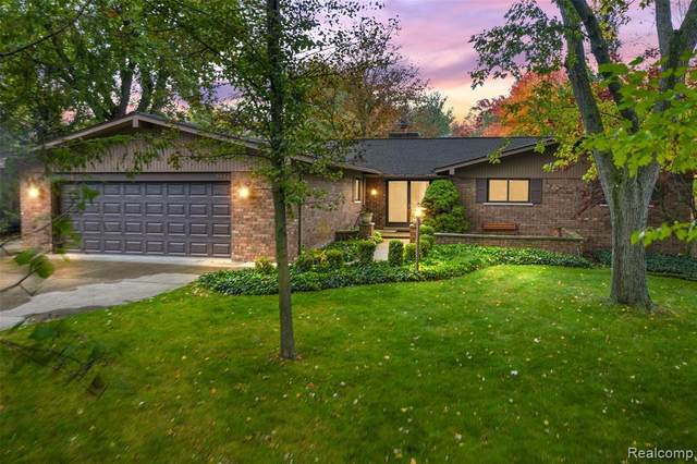 6442 Whispering Oak Drive, Washington Twp, MI 48094 (MLS #2200086407) :: The John Wentworth Group